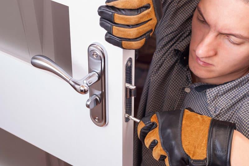 cambiar la cerradura de tu casa con frecuencia